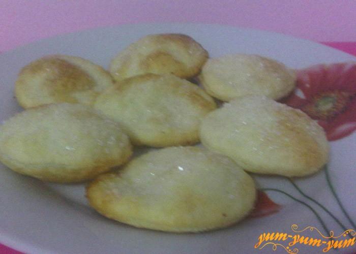 Готовое печенье на пивном тесте подаем к столу