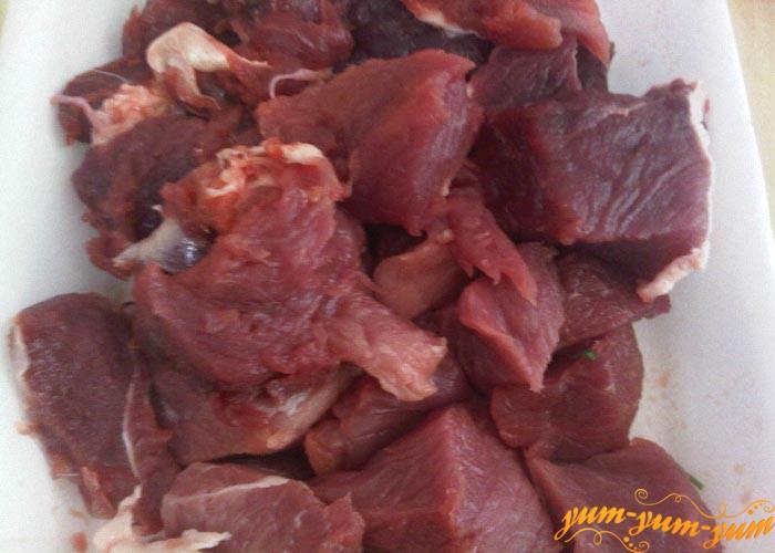 Мясо режем кусочками