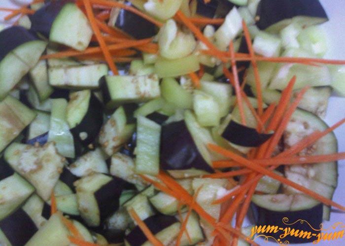 Овощи измельчаем кубиками