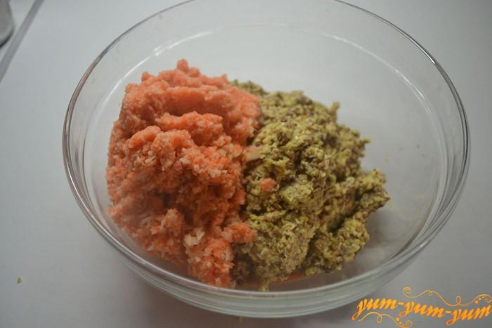 Перемешиваем овощи со специями