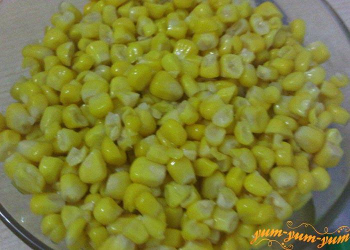 Срезаем кукурузные зерна