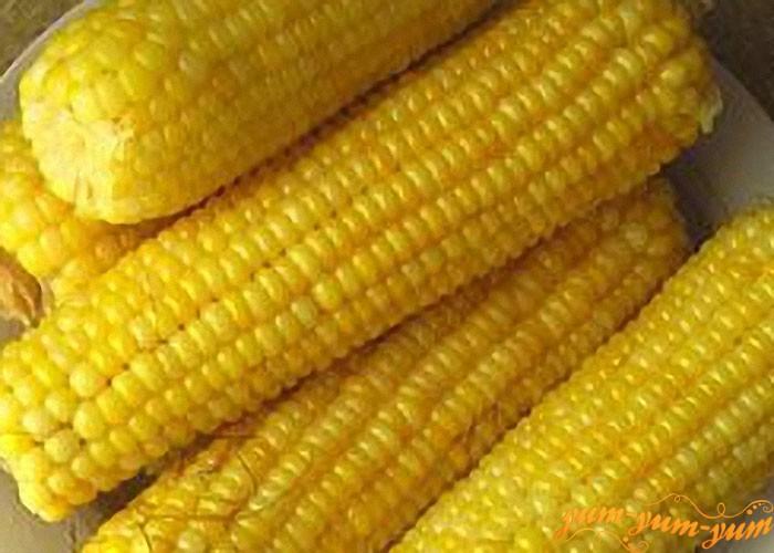 Вареную кукурузу подаем к столу