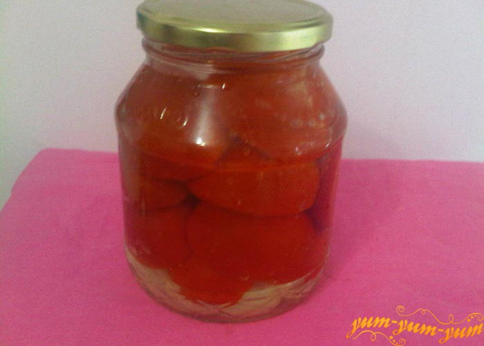 Заливаем помидоры маринадом и стерилизуем