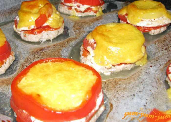 Котлеты 'Гнёздышки' из мяса, сыра и овощей сразу подаем к столу
