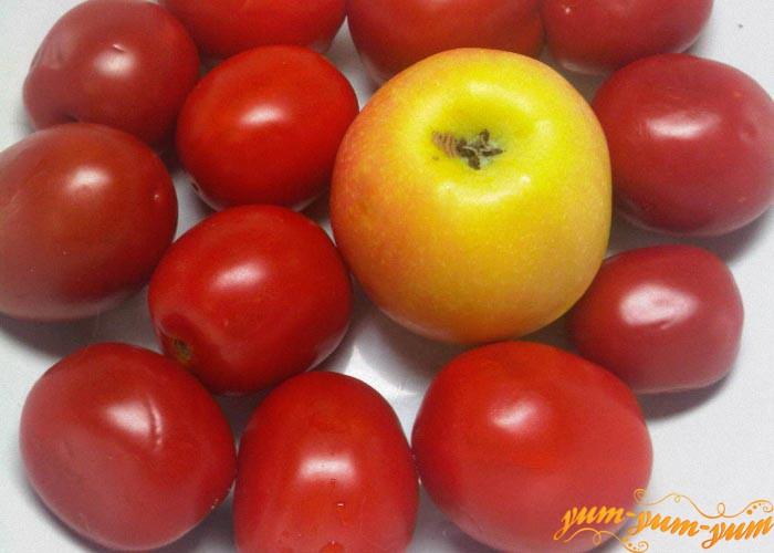 Помидоры и яблоки помыть