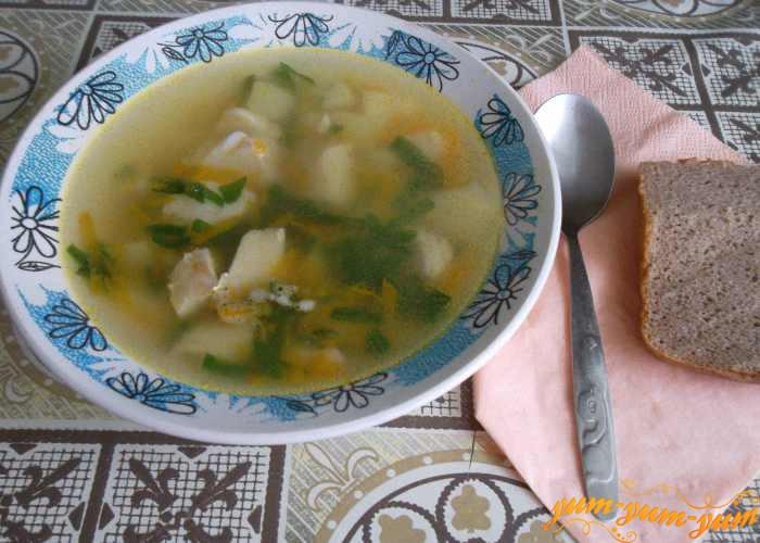 Рыбный 'Поморсикй' суп из трески, картофеля и риса подаем к столу