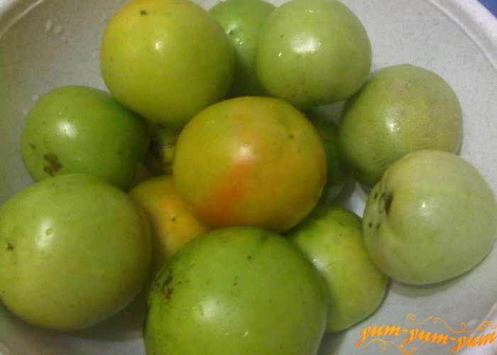 Берем зеленые помидоры средних размеров