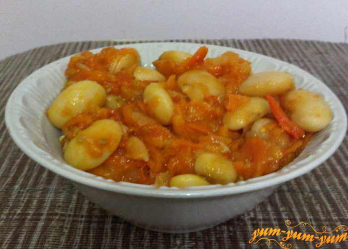 Фасоль с овощами можно подавать к столу