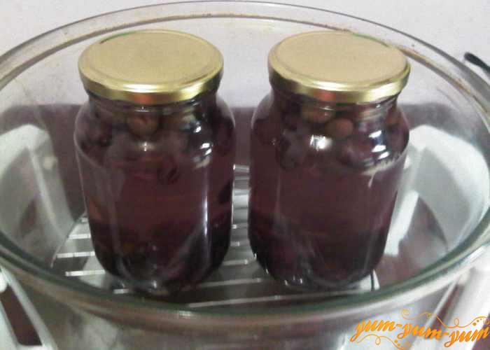 Стерилизуем компот из винограда