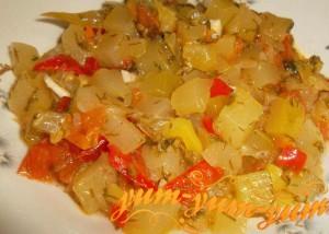 Готовое классическое овощное рагу с болгарским перцем и кабачком