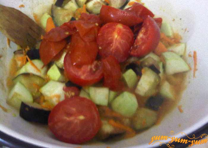 Продолжаем тушить овощи с помидорами