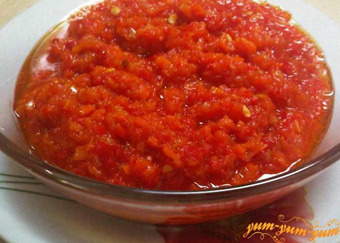Рецепт аджики на зиму с чесноком и помидорами