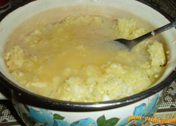 Смешиваем кабачковую смесь и яйца