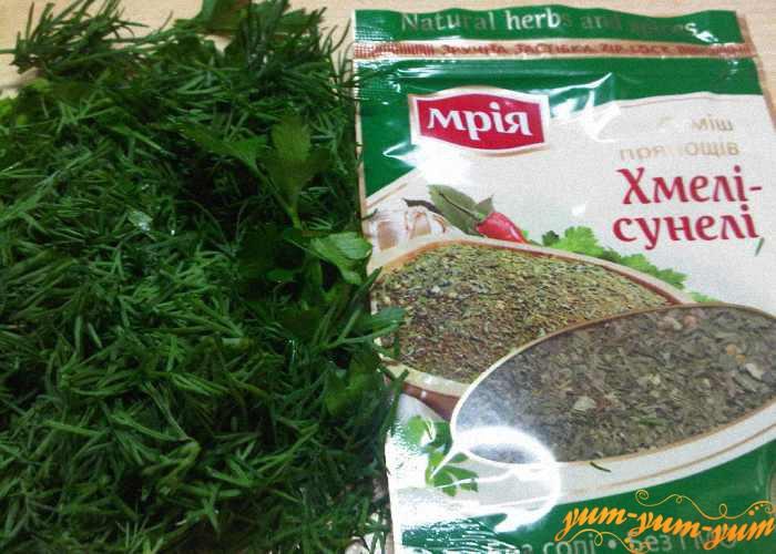 Свежая зелень или специи для аджики абхазской