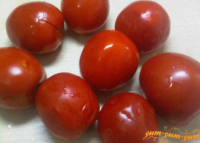 Тщательно выбираем хорошо спелые помидоры