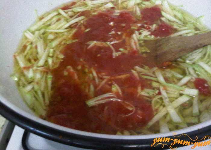 Варим кабачки в томатном пюре