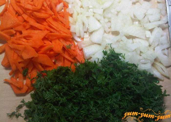 Все овощи хорошо измельчаем ножом или теркой