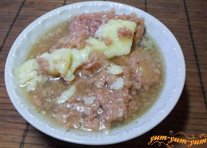 Добавить в суп тушенку