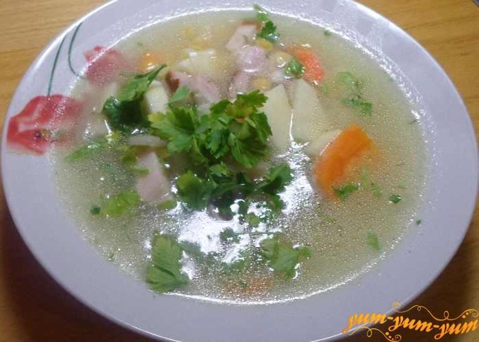 Гороховый суп с грудинкой можно подавать к столу