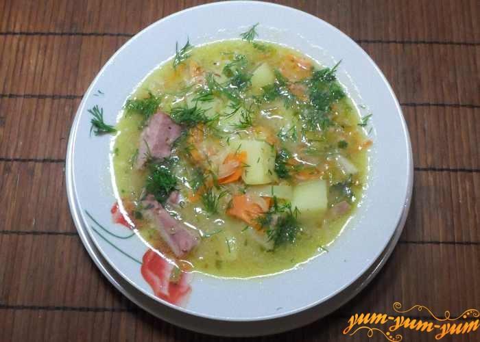 Гороховый суп с рулькой можно подавать к столу