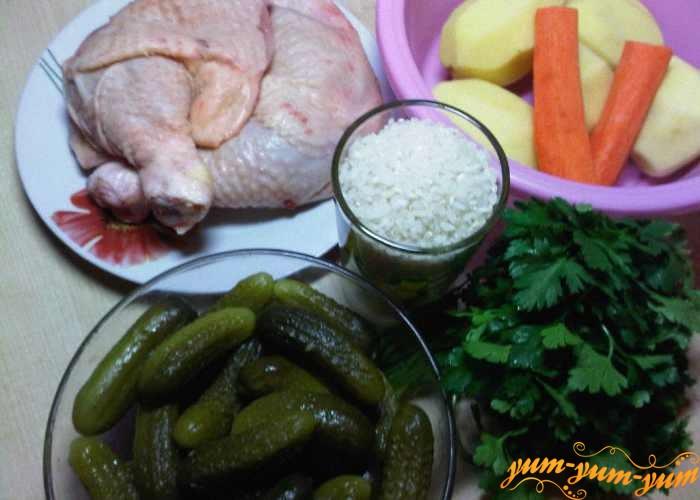 Курица, рис, картофель, морковь, лук и зелень