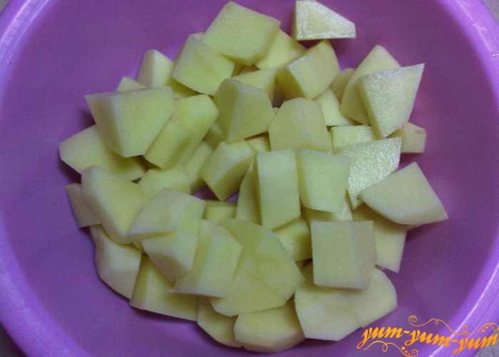 Мелко нарезанный картофель для рассольника