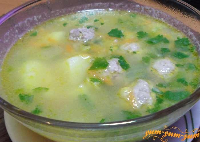 Суп гороховый с фрикадельками подаем к столу
