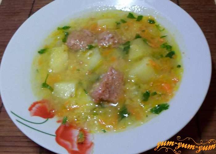 Суп гороховый с тушенкой подаем к столу