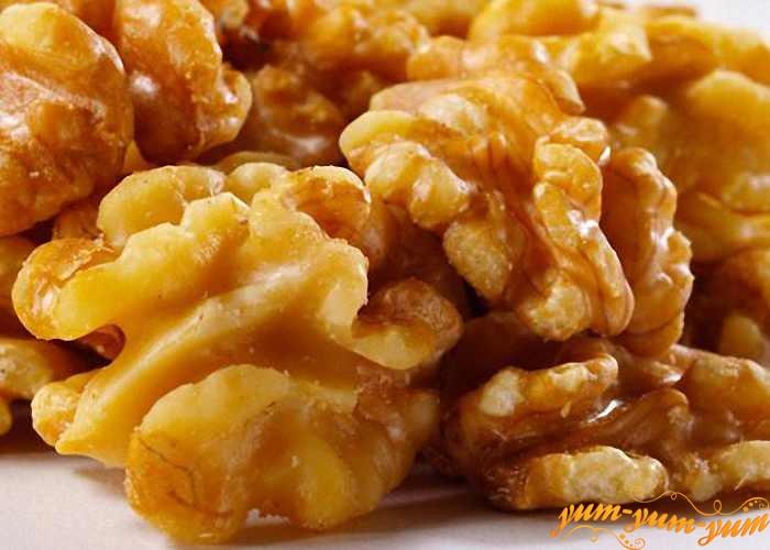Чищенные орехи измельчить для начинки