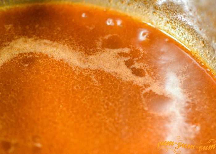 Довести соус до кипения и охладить