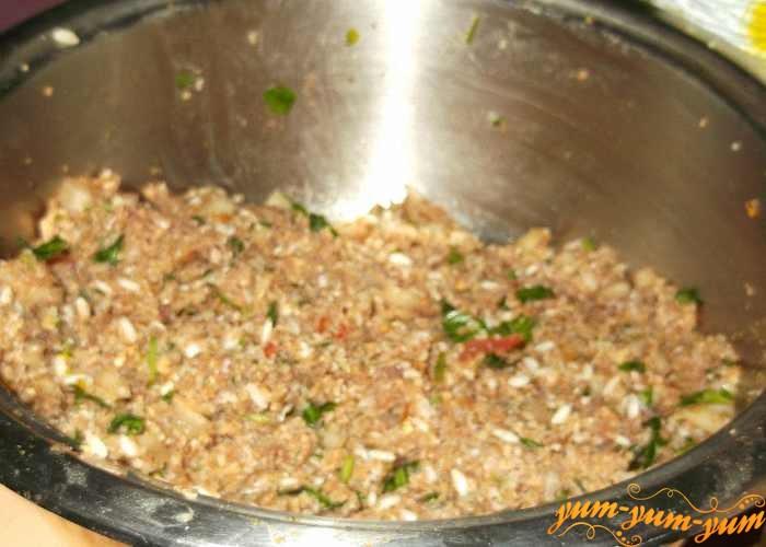 Из овощей и мяса с рисом приготовить фарш