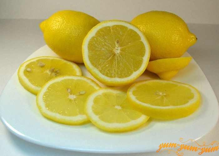 Лимон для маринада нарезать колечками