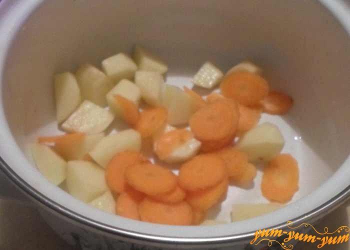 Овощи варим пока охлаждается окунь