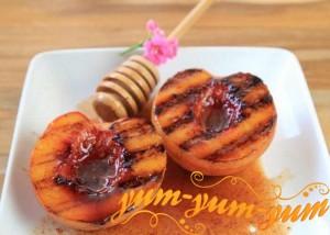 Персики с медом на гриле