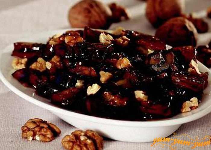 Подготовить чернослив и орехи