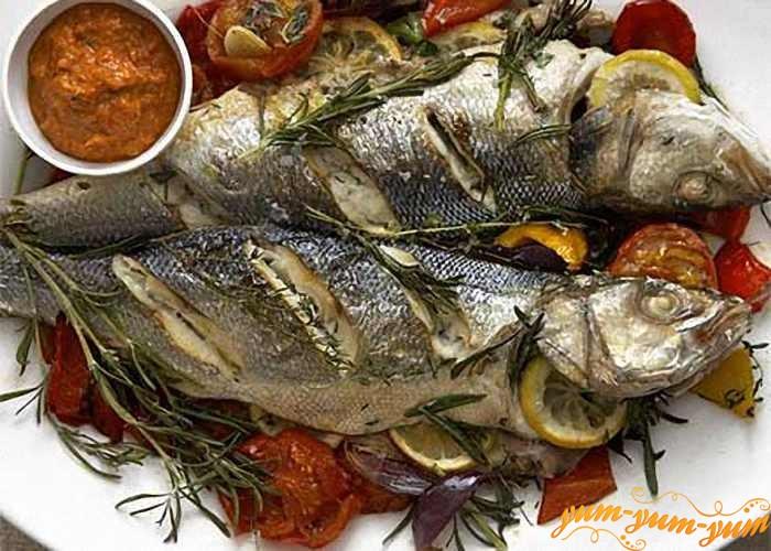 Подготовленную рыбу обжарить на барбекю до готовности