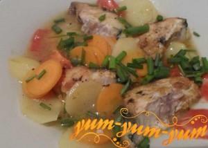 Рецепт скумбрии тушеной на сковороде с овощами