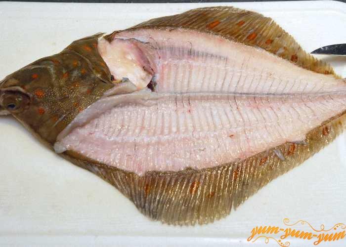 Рыбу целиком или кусочки филе посолить и обжарить