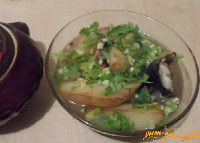 Скумбрию в горшочке с картофелем подаем к столу