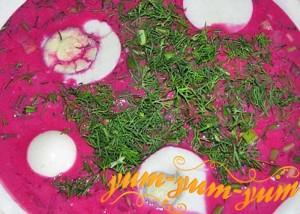 Свекольник с яйцом подаем к столу