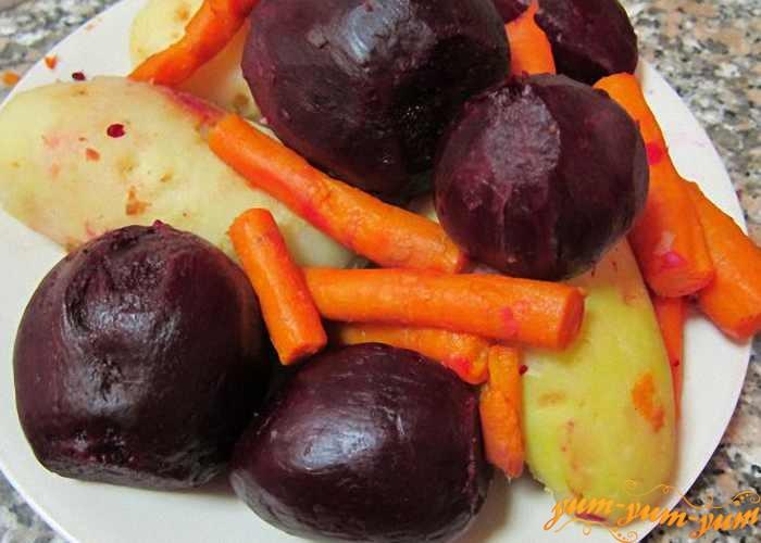 Вареные овощи очистить и охладить