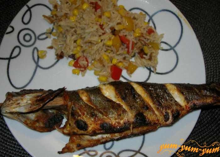 Жареную в фольге рыбу подаем к столу