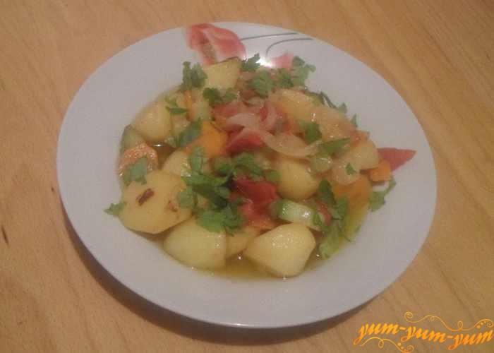 Овощное рагу с кабачками можно подавать к столу