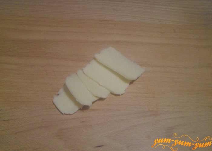 Сыр нарезать ломтиками