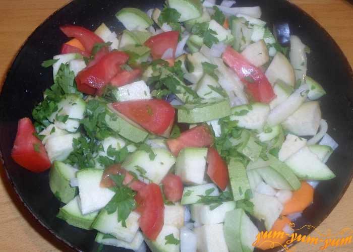 Все овощи по очереди обжарить на растительном масле