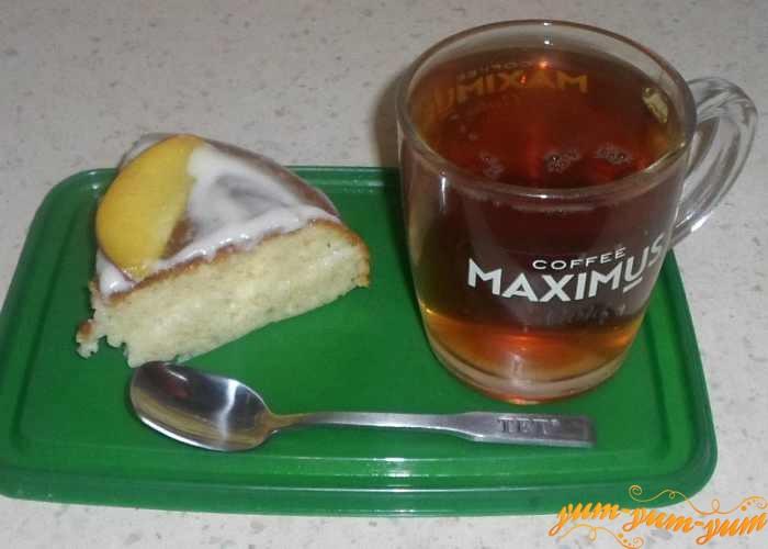Бисквитный торт с персиками подаем к столу
