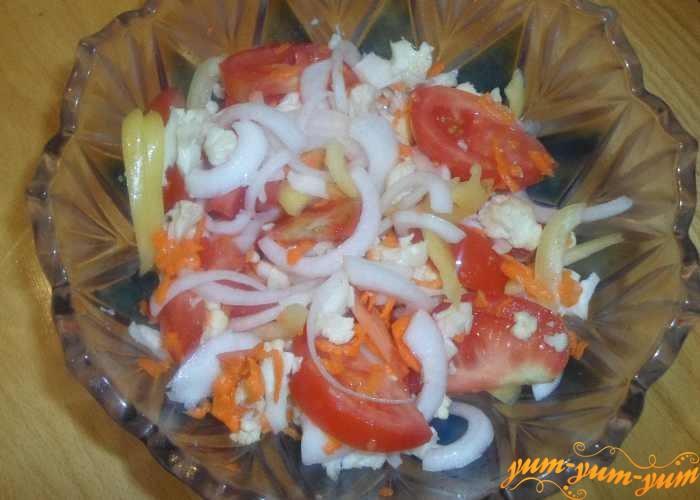 Цветную капусту с помидорами подаем к столу