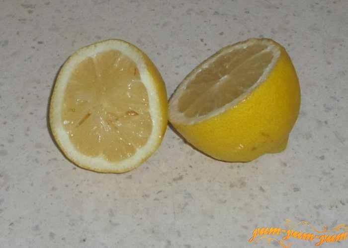 Добавить в яйца сок лимона