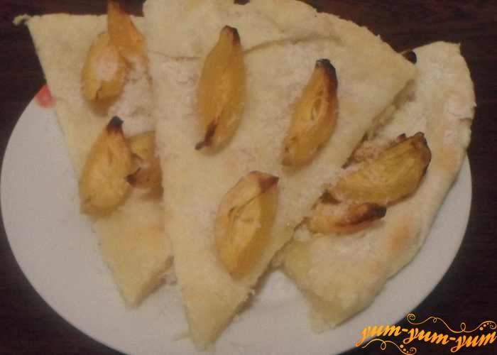 Готовый творожный пирог с абрикосами подаем к столу