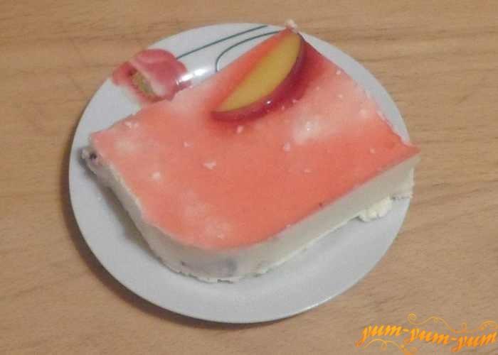 Творожно-персиковый торт можно подавать к столу